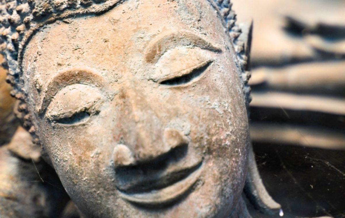 freundlichkeit buddha lächeln